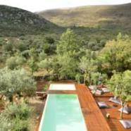 Portugal / tof hotel Cooking and Nature – Emotional Hotel  Dit designhotel ligt in het natuurpark Serras de Aire e Candeeiros, en beschikt over buiten- en binnenzwembaden. Het bevindt zich o…