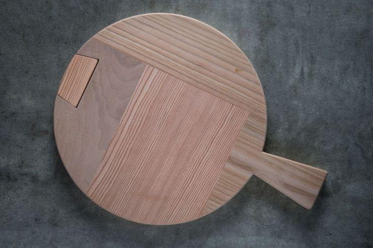 Chopping wood for polenta: Made of wood in the #Dolomites | #DolomitiHeart.it #MadeInItaly Tagliere legno per polenta:Realizzato in legno nelle #Dolomiti | #DolomitiHeart.it