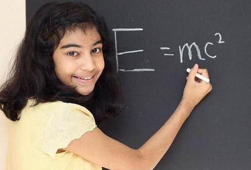 """Ahhhh ! ça faisait longtemps que nous n'avions pas eu le fameux prétendu #QI (#QuotientIntellectuel) d'Albert #Einstein cité pour #comparaison... quelques semaines au moins LOL >:(  Vous le savez, j'aime particulièrement ce type de papiers : """"Une Britannique de 12 ans fait mieux qu'Einstein à un #TestDeQI"""" (c'est ironique hein...) :-/"""