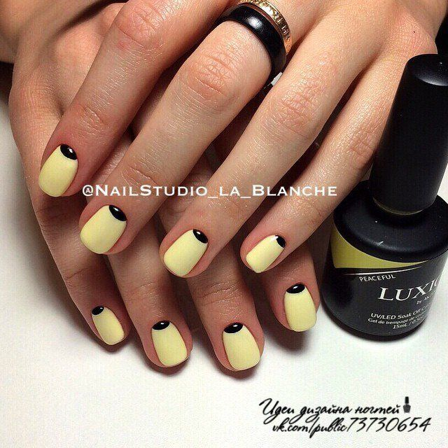 It is a very stylish and at the same time elegant manicure. Moon nail design has long been a fashion trend of nail art, and perfectly chosen colors will un