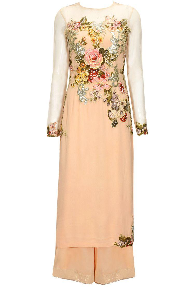 Peach floral applique work kurta set by Eshaani Jayaswal. Shop now: www.perniaspopups.... #kurta #beautiful #designer #eshaanijayaswal #pretty #accessory #shopnow #perniaspopupshop #happyshopping