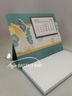 Four Feathers - Stehaufkarte mit Kalender und Kellnerblock