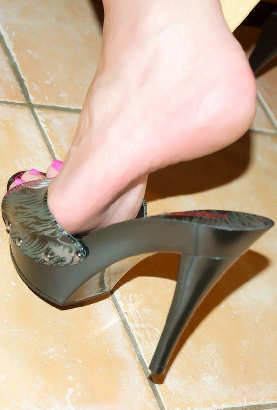 Women's feet show soles sandals