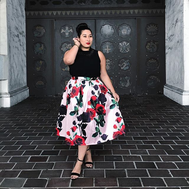 Can you tell I'm obsessed with roses 🌹 I feel so dapper in this skirt from @popupplusny 💋 You can use my promo code CID for a special discount @popupplusny #feelingpretty . . 📸 @senorjorgelopez . . . . . . . #plus #plussize #plusfashion #celebratemysize #roses #fridayootd #ootd #wiw #look #outfit #love #fashionista #latina #hair #makeup #tgif #lotd #potd #curves #curvy #cidscloset #plusmodelmag