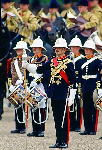 Royal Marine Band durante un desfile ceremonial, Reino Unido