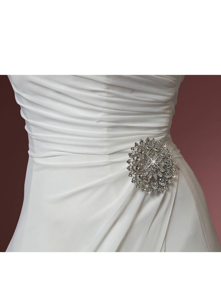 Prachtige broche met strass stenen van Poirier #Bruid #Accessoires