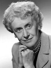 Histoire Canada - Grandes femmes du Canada Thérèse Casgrain (1896–1981)  Activiste, animatrice à la radio et leader politique. Malgré une jeunesse passée dans un milieu riche et privilégié, Thérèse Casgrain juge que la vie doit être juste pour tous. Elle aide à fonder le Comité provincial du suffrage féminin en 1921 et animera plus tard une émission de radio fort populaire, appelée Fémina, Dans les années 1940, elle devient la première femme leader d'un parti politique au Canada,