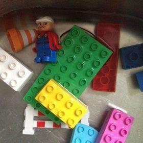 Lego ist der Spielzeugklassiker und die Steine sind nahezu unkaputtbar. Zudem sinddie heute erhältlichen Lego-Steine immer noch kompatibel mit jenen, die sei
