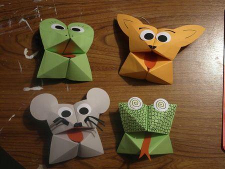 Une jolie petite activité manuelle : les cocottes en papier version petits…