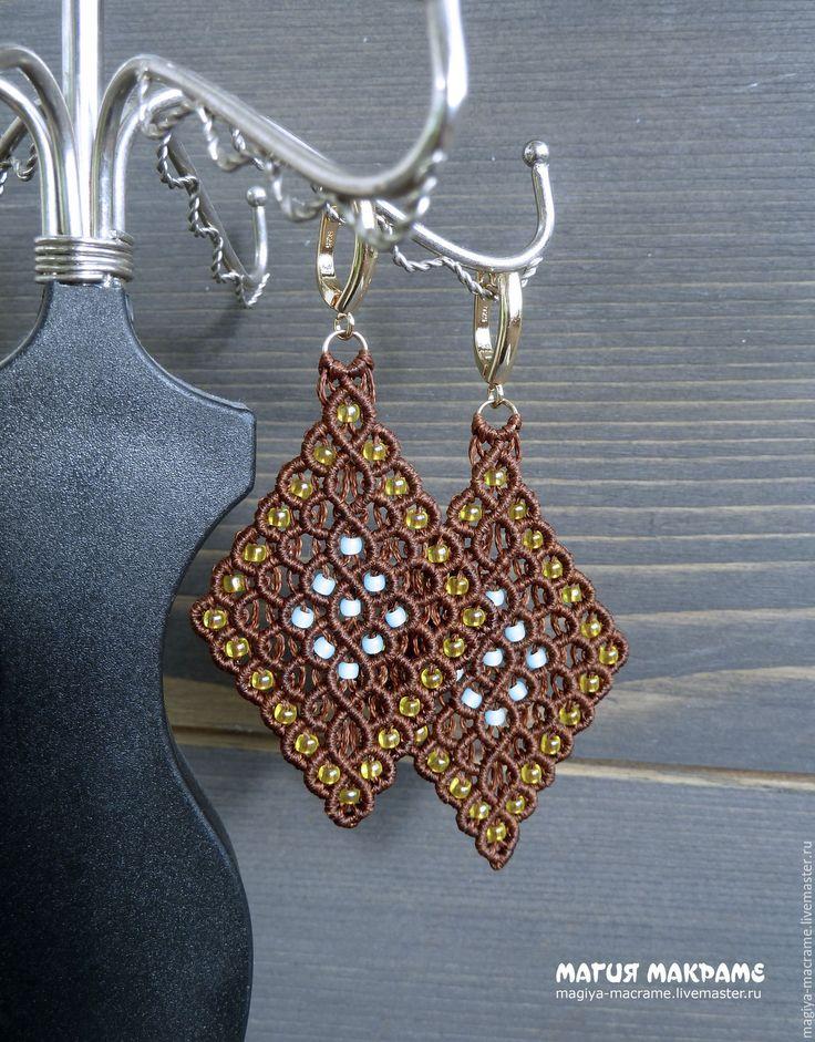 Купить Серьги плетенные в технике макраме, с бисером - коричневый, серьги макраме, плетеные серьги