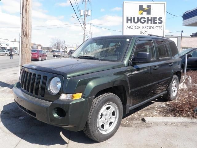 The Jeep Patriot is an SUV crossover for those who want a Jeep but don't require the size of a Grand Cherokee. It compares with the Honda CR-V, Scion xB, and the Kia Soul and Sportage. Features include: 4 cylinder FWD. Power option package. Heated mirrors. Luggage rack. Privacy Glass. Remote Engine Start. Complete safety package. Low Mileage. >>Contact Shawn at Hughes Motor Products 416-252-1100 | info@hughesmotorp... to book an appointment. #usedSUV