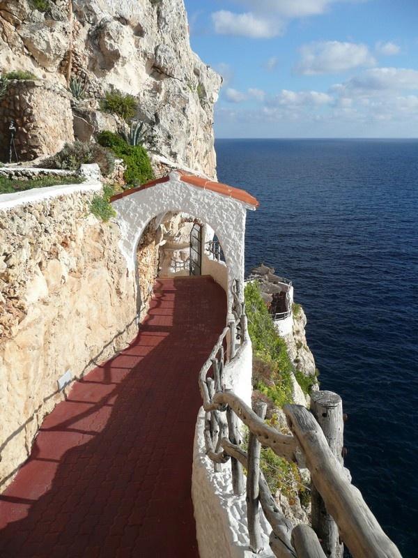 Acceso a cova d'en xoroi. Menorca. España