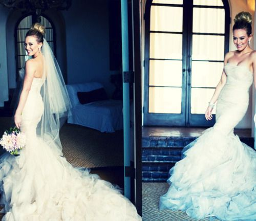 I don't think I can pull it off and it is way out of my budget anyway, but I think she looks stunning in this gown.