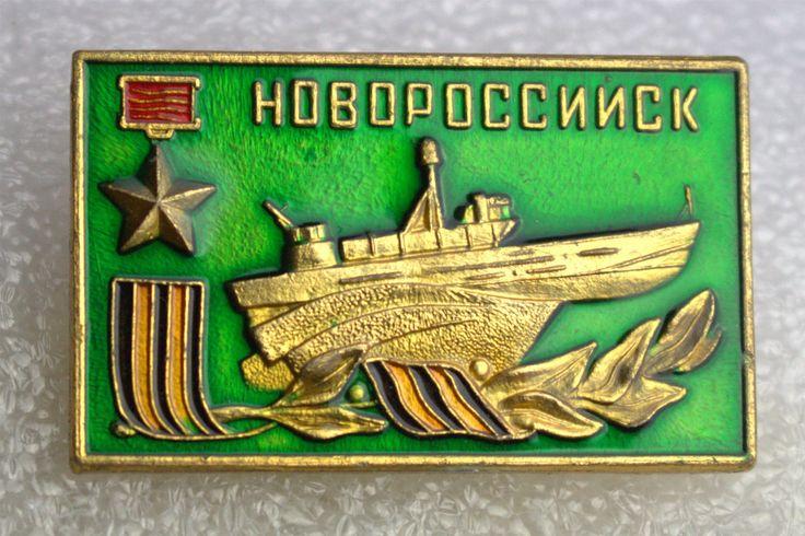 Annons på Tradera: USSR Ryssland Novorossijsk pin metall/emalj ca. 22x35 mm