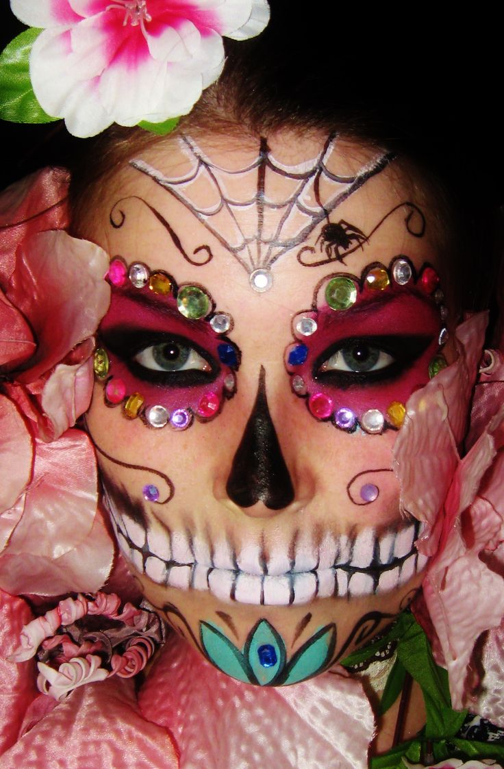 Day Of The Dead Sugar Skull Halloween Costume Idea and very cool face paint and makeup - beautiful haunting and creepy www.facebook.com/catcheyemarvels