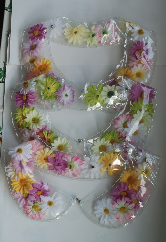 Flower collars! These could really make my work uniform spiffy ;)