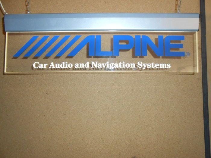 Alpine Audio - neon teken te hangen van 92 x 28 cm  ALPINE auto stereo licht tekenMaat 92 x 28 cmNeon innerlijke schuifregelaar2 kettingen voor schorsing1 netsnoer met stekker10 mm dik Plexiglas te diffuus lichtEnkele lichte krassen zonder zwaartekracht op PlexiglasNette Colissimo verzending met trackingGewicht / - 5kg (zonder verpakking)  EUR 1.00  Meer informatie