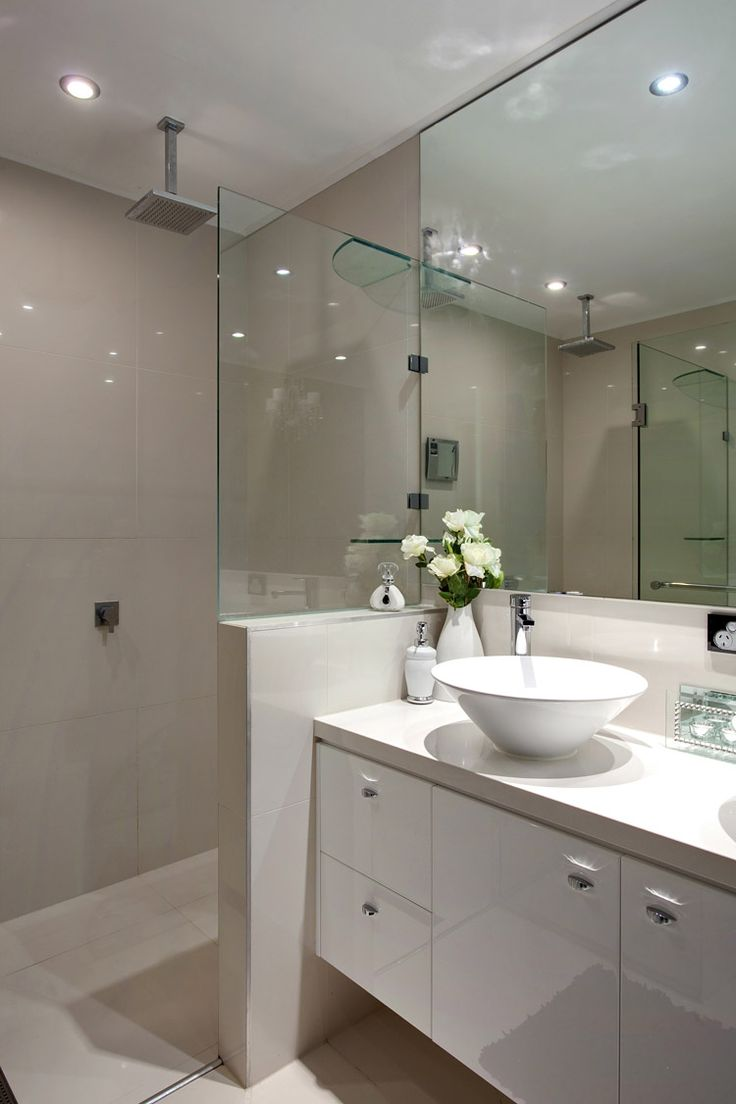 27 Alleena Street, Chermside // Mario Sultana #bathroom #bathroominspiration #homeinspiration #neutral #tiles #sink #home #homedecor #brisbane #queensland #realestate #inspiration #homedecorate #realestate #realtor #brisbanerealestate #decorator #interiordesign #modern #crisp #light #open #space