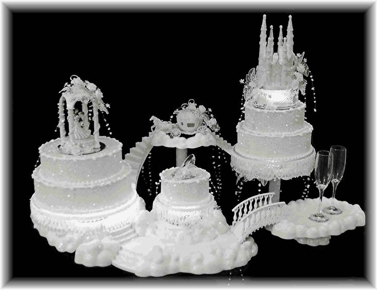 external image ~Fairytale%20~%20huge%20cake%20display.jpg