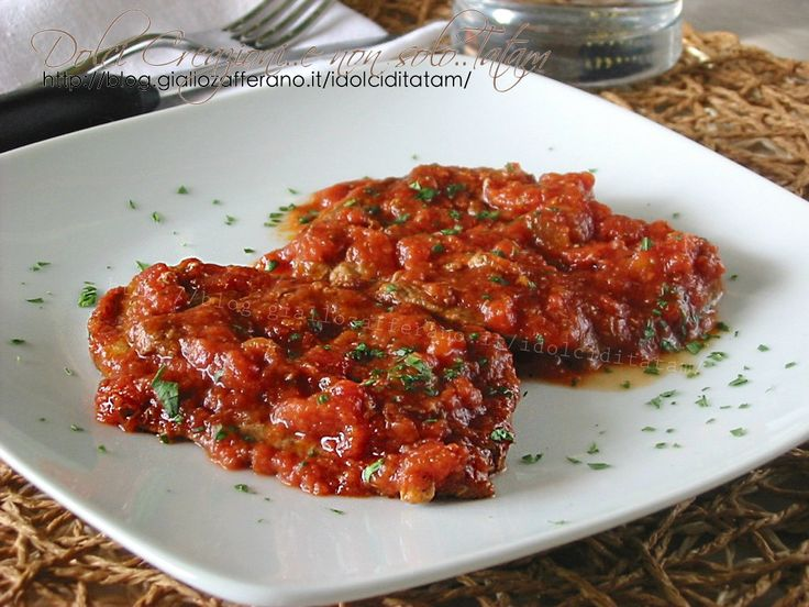 Fettine alla pizzaiola: un secondo piatto facile da realizzare, saporito e molto gustoso, e la carne risulterà così morbida che si taglierà senza coltello.