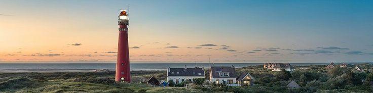 Panoramafoto - De vuurtoren van Schiermonnikoog bij zonsondergang.