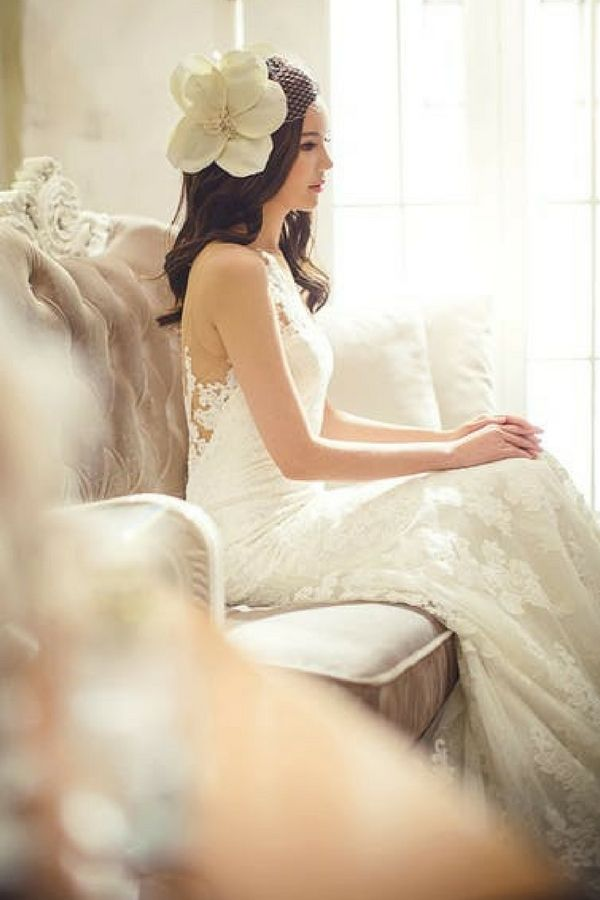 You can win free accessories like this floral wedding headpiece in white. Learn where to enter free wedding contests to get pretty wedding accessories, free wedding dresses, and free honeymoons. Enter to win wedding freebies at http://www.sipbitego.com/wedding-contests-and-giveaways-2017/