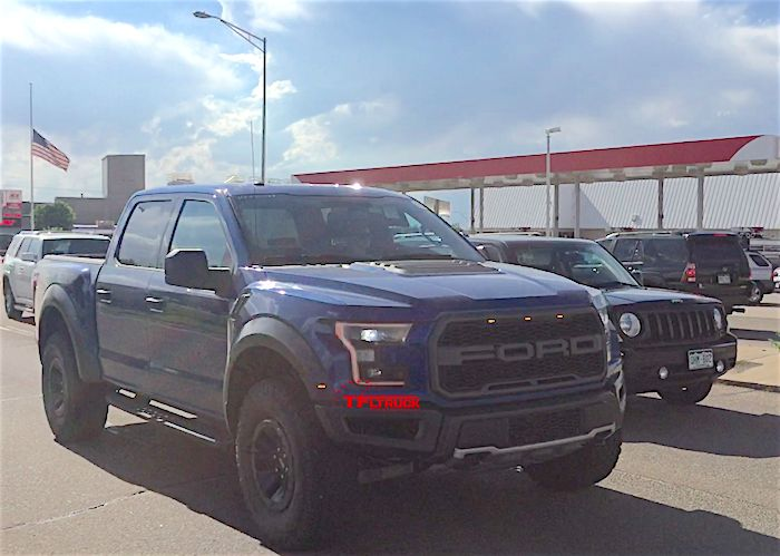 2017-ford-raptor-grille-lights-spy