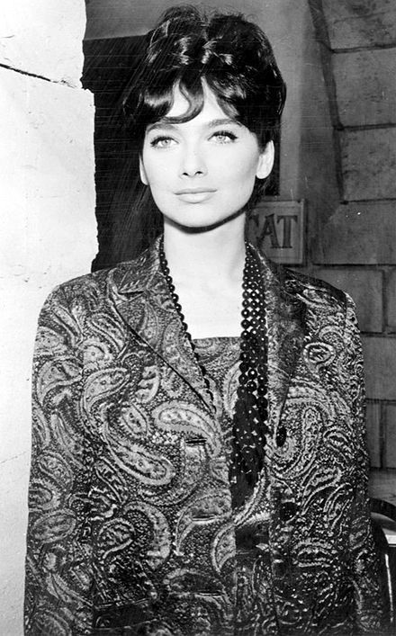 Suzanne Pleshette Born January 31, 1937 New York City, New York, US. Died January 19, 2008 (aged 70) Los Angeles, California, U.S. Cause of death Respiratory Failure