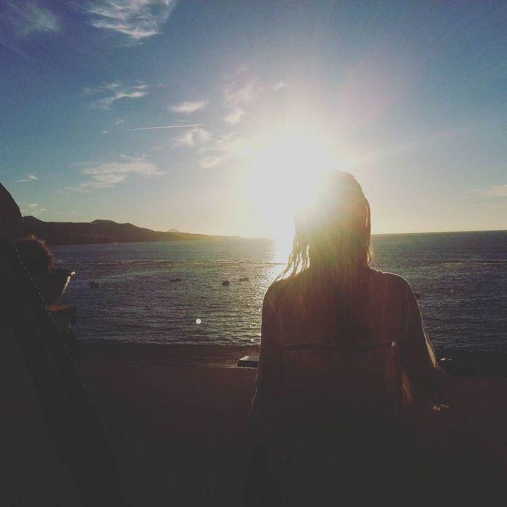 Wczorajszy wieczór na naszym tarasie. U nas zawsze najlepsze zachody słońca =)) - #surf #polskisurfer #surfwyjazdy #laspalmas #grancanaria #podróże #surfkanary #hitidetravel #hitide #podróże #wycieczki #polskisurfhouse #naukasurfu #surfszkola #wakacje #obozysurfingowe