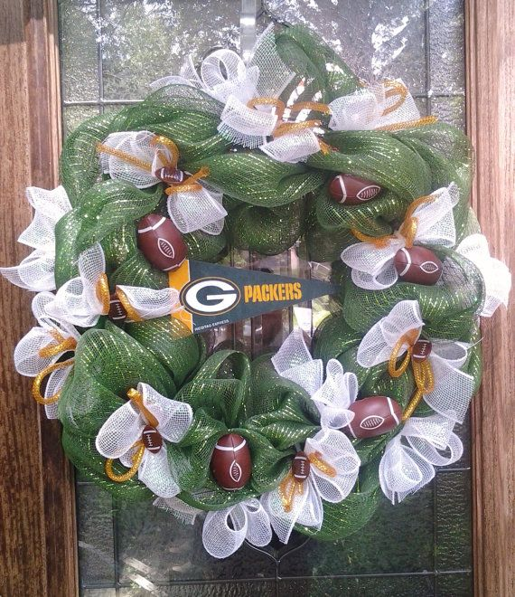 Green Bay Packers wreath You could do this with many other sports teams as well as their colors.