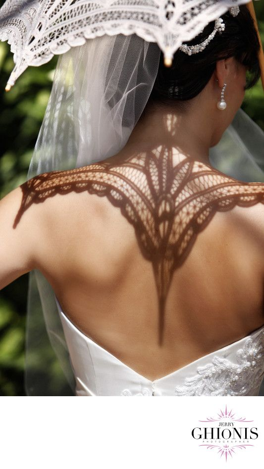 Crocheted lace sunbrella for the bride. Photographer: Jerry Ghionis
