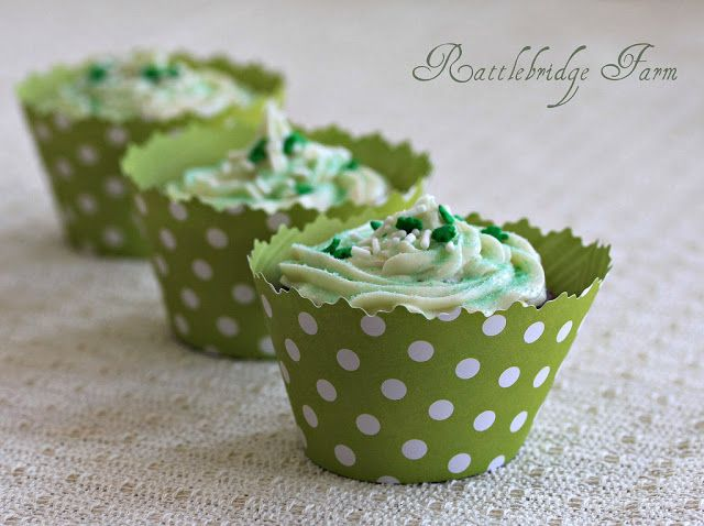 Rattlebridge Farm: Foodie Friday: Baileys Irish Cream Cupcakes  Any thing with Balieys in it has to be good:)