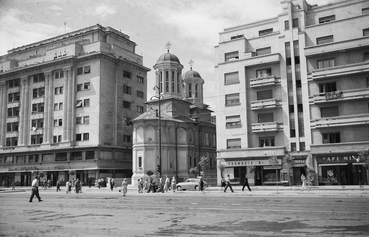 Bucharest summer 1956; photos by German Communists. 01 1956 bl dunarea si bis enei 02