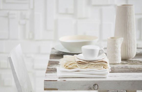 Whites and texturesCoffe Tables, Wall Decor, Rustic Table, White Texture, Wood Tables, End Tables, Dinner Tables, White Interiors, Wooden Block