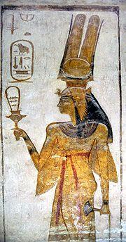 Sciences et technologies : Néfertari représentée avec un sistre dans sa main droite. Le sistre est un instrument de musique que les Égyptiens utilisaient dans les danses et les cérémonies. Les petits anneaux de métal s'entrechoquaient et faisaient un bruit.