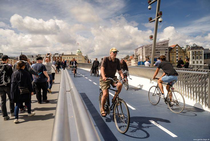 For ca. 3 år siden, skrev jeg her på siden om Inderhavnsbroen, og om dens snarlige indvielse. At der skulle gå endnu 3 år, førend Københavnerne kunne tage den nye bro i besiddelse, var der vel ingen der troede. Sidst i 2013, gik Pihl og Søn konkurs, og der stod broen så, -ufærdig, og uden bygmester... #Inderhavnsbroen #Inderhavnsbro #Bro #Bridge