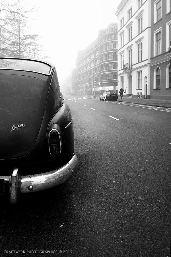 Old Volvo car in a film noir type of setting. #volvo #scheepvaartkwartier #rotterdam #craftwerk