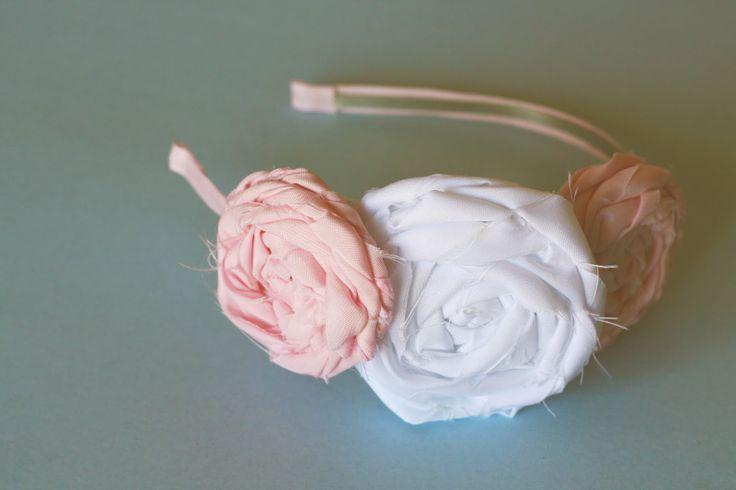 DIY rose headband. Super cute and Super easty to make: No Sewing, Flower Headband Tutorial, Fabric Flower Headbands, Fabric Flowers, Fabrics Flower Headbands, Head Band, Diy, Fabrics Headbands, Flower Headbands Tutorials