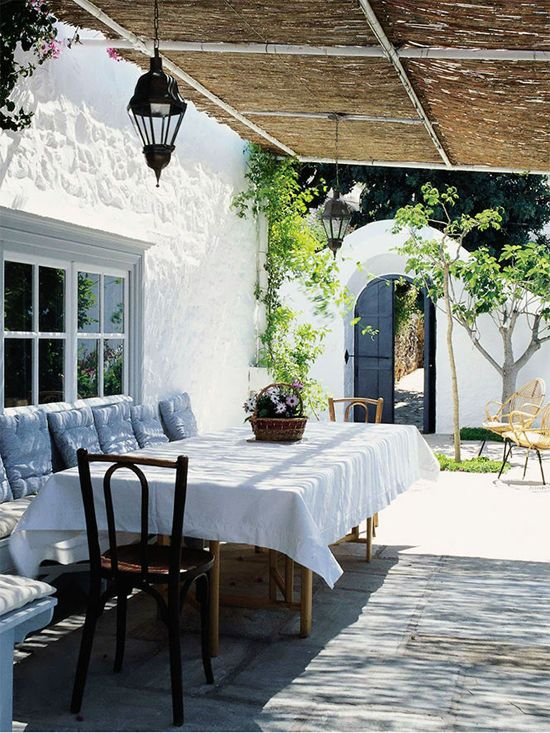 Outdoor area with dining table designed by Tino Zervundachi. Photo by Fritz von der Schulenburg via The World of Interiors Magazine November 2013.