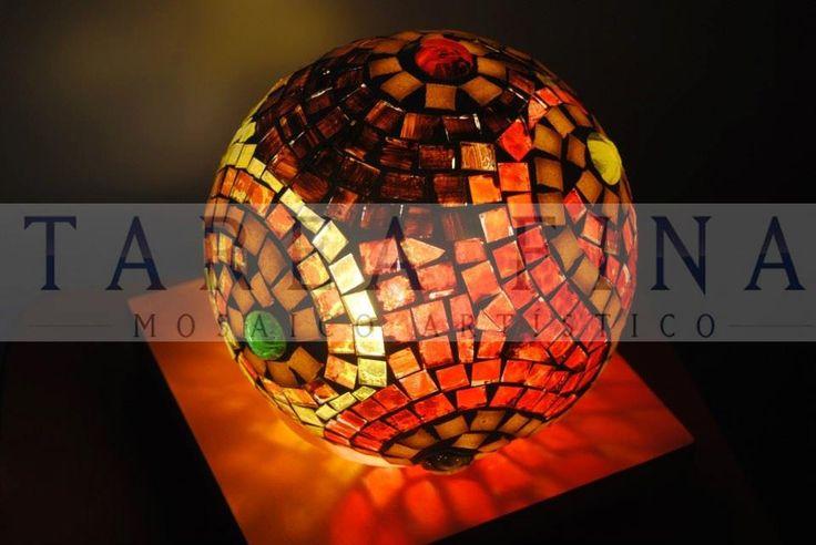 luminaria realizada con técnica de mosaiquismo , vidrios pintados