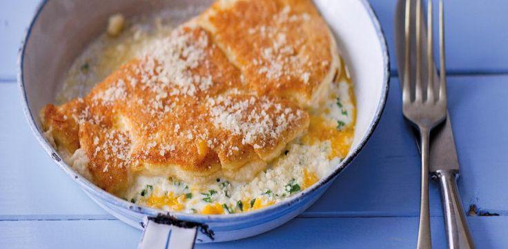 Máte rádi vydatnější snídaně? Pak si zkuste připravit nadýchanou vaječnou omeletu se sýrem mascarpone a parmazánem.  1) Mascarpone našlehejte s...