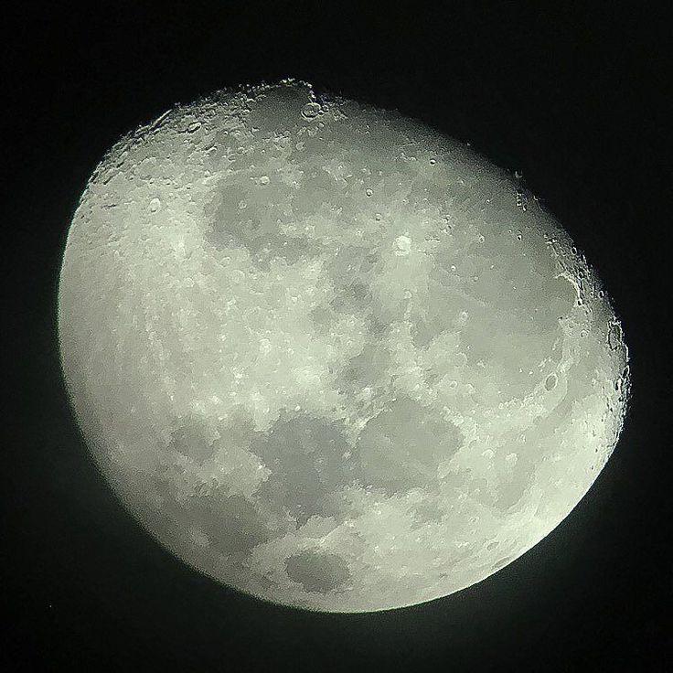 La luna up close #laluna #luna #moon #moonupclose #maan #mooncraters #eggmoon #thrutelescope #iphonenofilter #southamerica #colombia #apulo