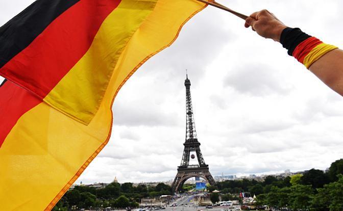 Французская империя германской нации?.  Фото: DPA/ ТАСС ВСМИ появились сообщения онамерении Франции иГермании слиться водно государство— сединой внешней ивнутренней политикой, седиными силовыми струк�