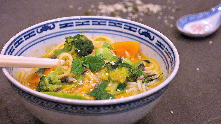 romige pompoensoep met noedels/ Сливочный суп из тыквы с лапшой