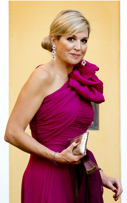 Queen Maxima, who is a forerunner on fashion trends wore a spicy version of this color during her trip in the Dutch Caribbean last November.