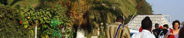 DAK'ART 2014 le projet ART-VERT vise à sensibiliser le public estudiantin sur les enjeux de la préservation de l'environnement à travers des ateliers de créations artistiques autour du triptyque: Esthétique-Environnement-Développement Durable.  il aura pour cadre le jardin botanique des plantes expérimentales utiles de la faculté de médecine, de pharmacie et d'odontologie, qui est dédié essentiellement à l'expérimentation et conservation des plantes médicinales dont certaines sont menacées.
