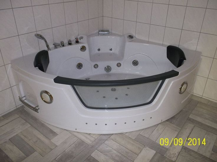 Whirlpool Whirlwanne Eckwhirlpool Eckwanne 140x140cm Weiß mit Schwarzer Armlehne