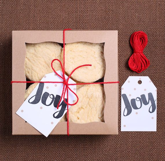 Use our small Christmas bakery box kit with joy gift tags, brown bakery boxes and bakers twine for packaging up sugar cookies, desserts or homemade candies for Christmas. All you need to do is bake th