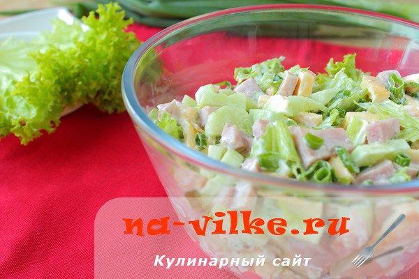 Салат с ветчиной, огурцами и омлетом | Застолье-онлайн