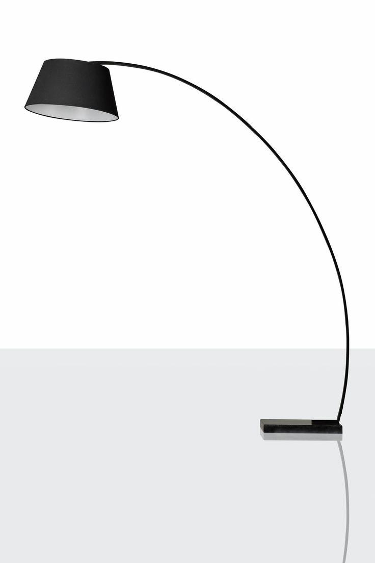 Se llevan las grandes lamparas de pie en el salón. Siluetas esculturales llenas de personalidad. ¿Te atreves? En Dugar Home te proponemos diseños para todos los gustos.  #DugarHome #decoración #hogar #interiores #interiorismo #lámparas #iluminación